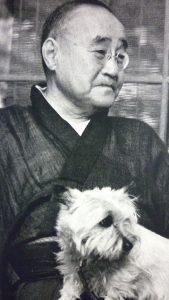 「愛犬と2ショットに収まる吉田茂」