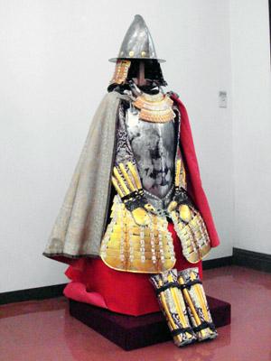 織田信長所有と伝わる南蛮鎧。
