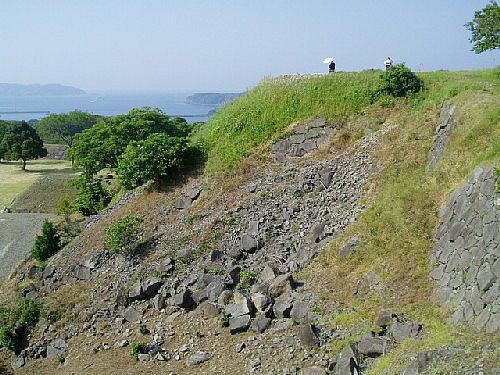 名護屋城天守跡 出典:秀吉の名護屋城を訪ねて