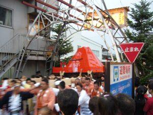 約400年前から続く「御山神輿」が有名。