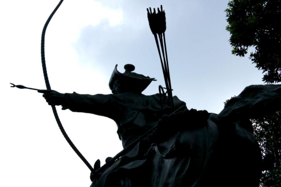 【 秀吉に唯一戦傷を負わせた弓の名手 】 天下人を狙った3人のスナイパー