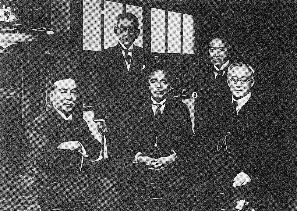札幌農学校時代の仲間と共に(1928年)