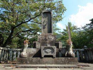 甲府市岩窪町の武田信玄公墓所