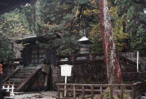 奥社 唐門と銅宝塔(徳川家康墓)