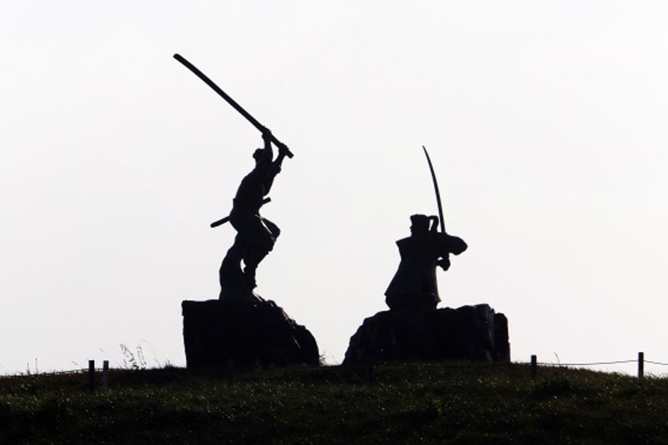 【 左利きは天才肌? 】武士は矯正してた!左利き説がある日本の偉人
