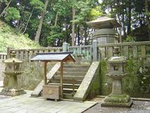 遺骸が埋葬された場所に立つ廟です。