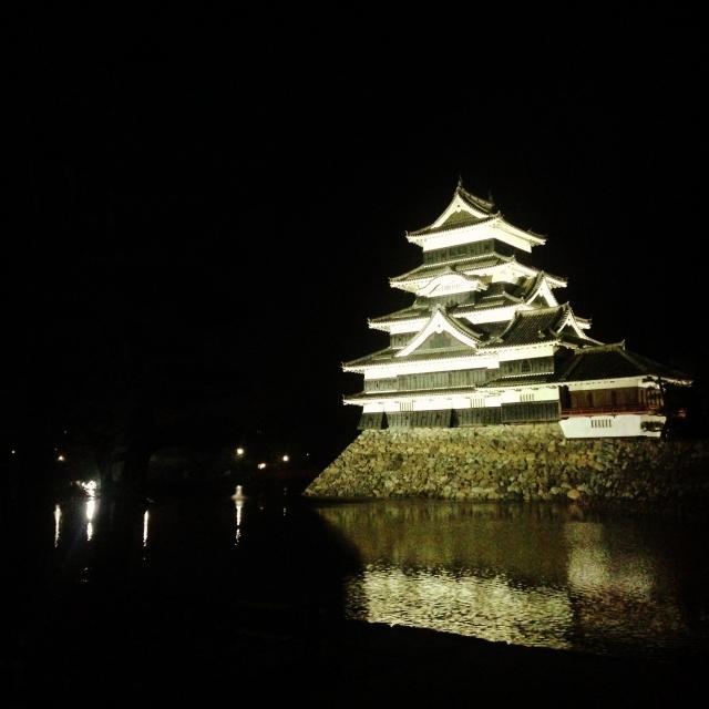 国宝・松本城ライトアップ