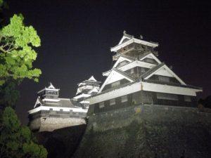 復活した熊本城ライトアップ (熊本城FBより)