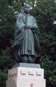 「玉造稲荷神社(大阪市)にある秀頼の銅像」