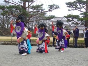 春に鶴ヶ城で行われる会津の伝統行事・会津彼岸獅子