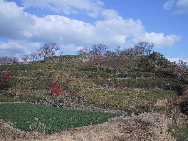 「原城の遺構:後年、ここから多くの人骨が出土した」