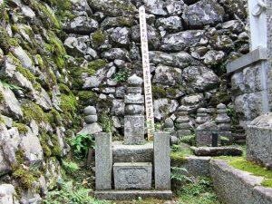 滋賀県大津市西教寺にある煕子の墓
