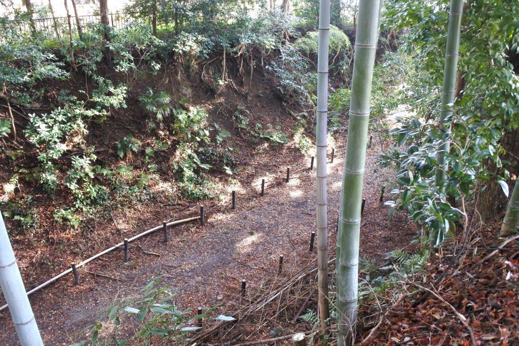 掛川古城跡に残る大規模な空堀