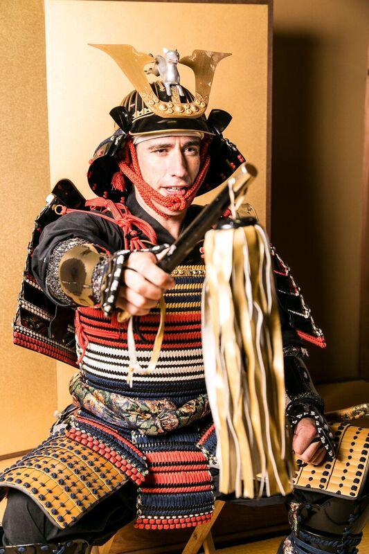 【島津義弘の鎧を着られるのはここだけ!】鹿児島・仙巌園で甲冑着装&撮影体験